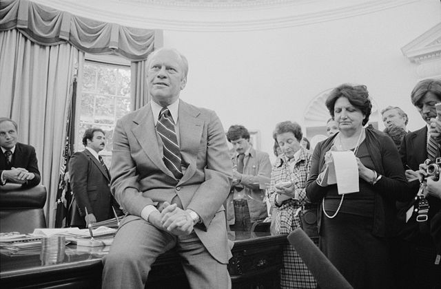640px-Gerald_Ford_and_Helen_Thomas_-_USNWR