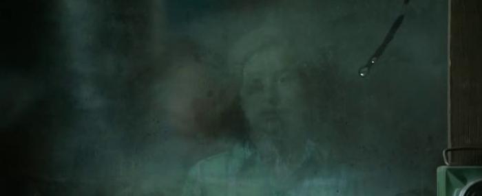 Les revenants - Julia en la ventana