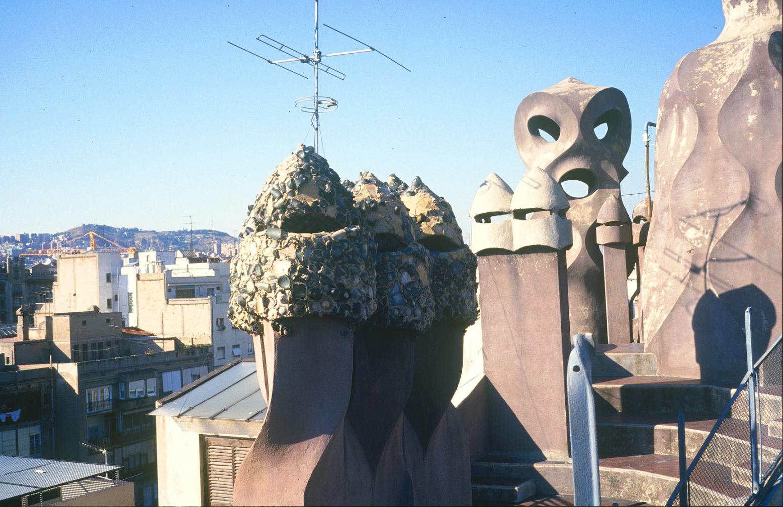 La terraza del edificio en malas condiciones durante los años 80.