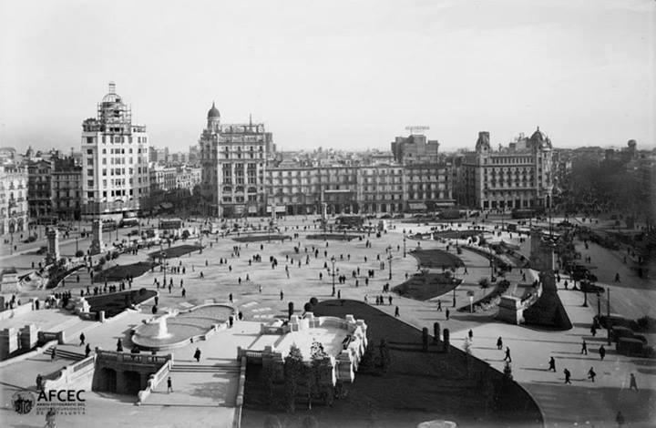 Plaza Catalunya, 1927  Autor: Ignasi Canals i Tarrats (Arxiu Fotogràfic Centre Excursionista de Catalunya)