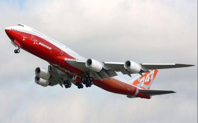 747-8I_(N6067E)_takeoff