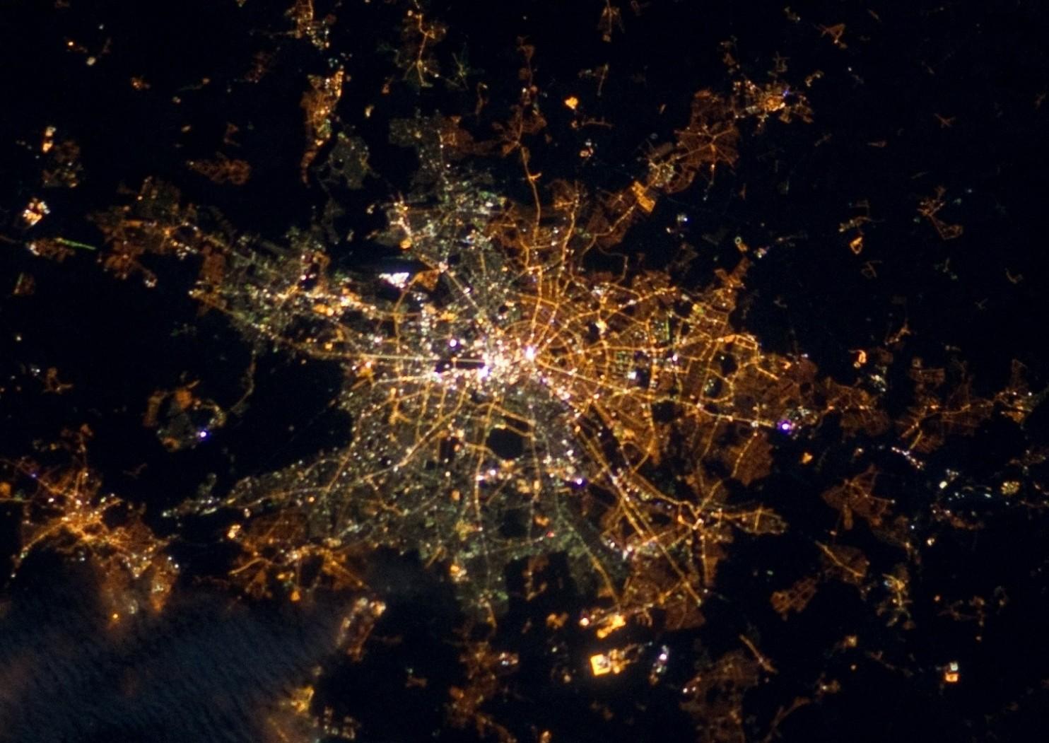 Vista espacial de Berlín, de noche