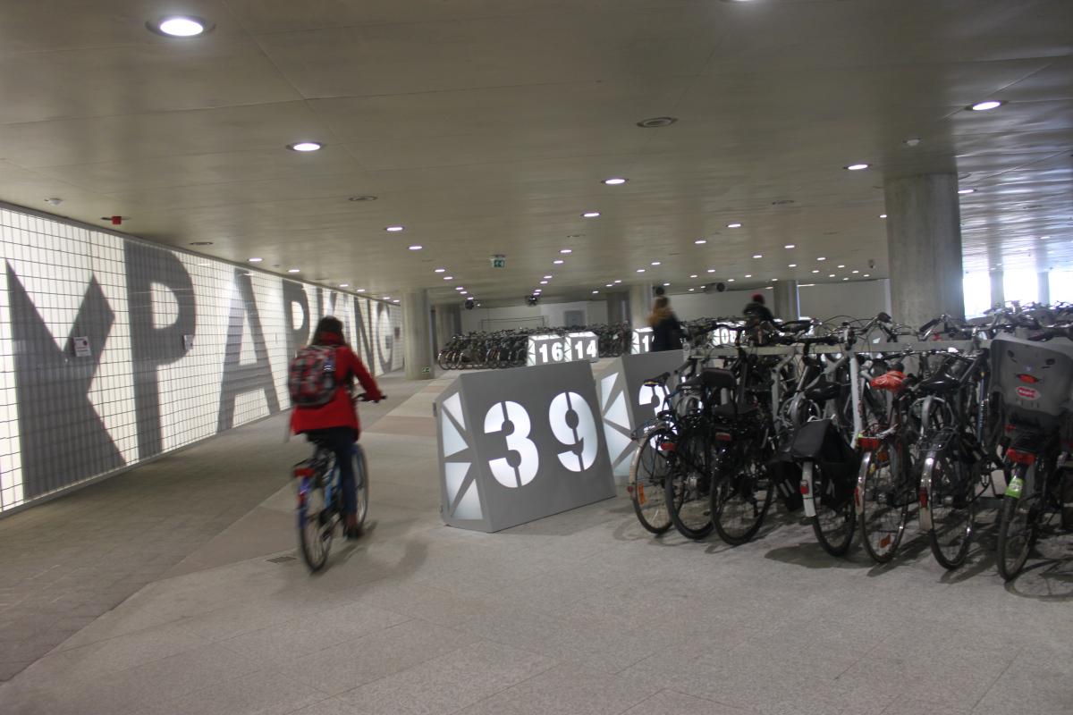 20-000-plazas-de-bici-bajo-la-tierra