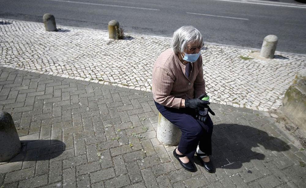 elderly-paint-graffiti-lisbon-lata-65-17