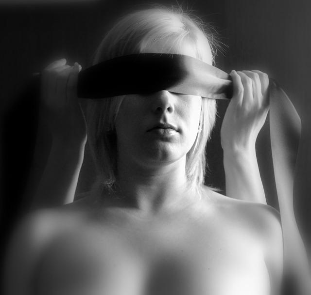 woman-218764_640