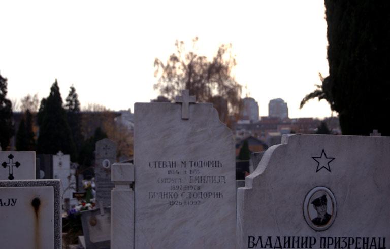 Cementerio de Novo Groblje, las lápidas socialistas se mezclan con las cristianas