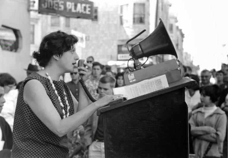 Ruth Weiss recitando en San Francisco