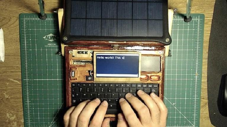 Procesador de texto solar, construido con una Raspberry Pie