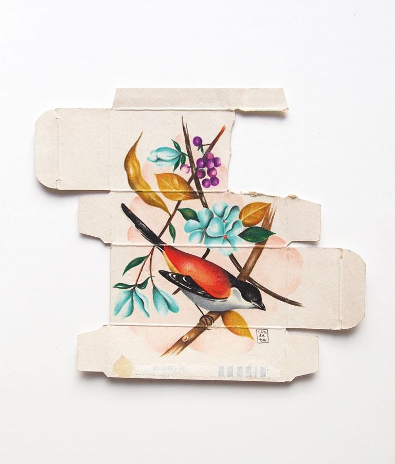 """Sara Landeta Sumial 40 mg de la serie """"Medicin as metaphor"""", 2014-2015 Lápices de colores sobre caja de fármaco. Exposición 'Animalista, Representación, violencias y respuestas'"""