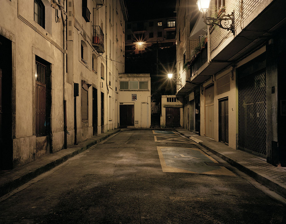 A la hora, en el lugar/Eduardo Nave