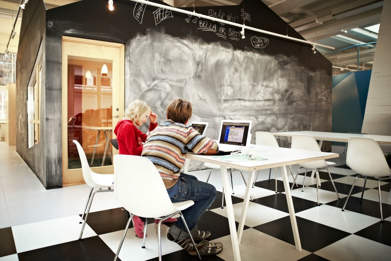 The Lunch Club is both a place for working and eating_Design RosanBosch_Photo Kim Wendt