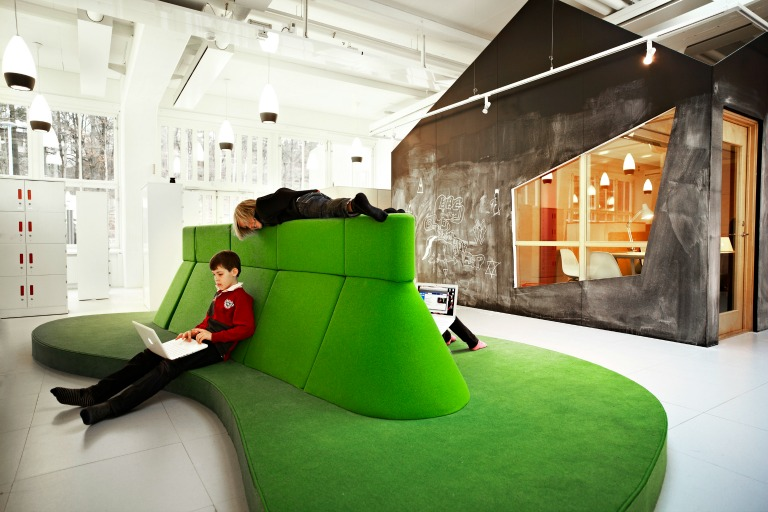 The organic Sitting Islands are designed specially for the children's work with labtops_Design RosanBosch_Photo Kim Wendt