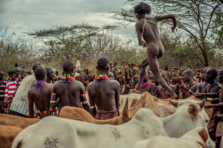 etiopia-saltando-bull-jumping