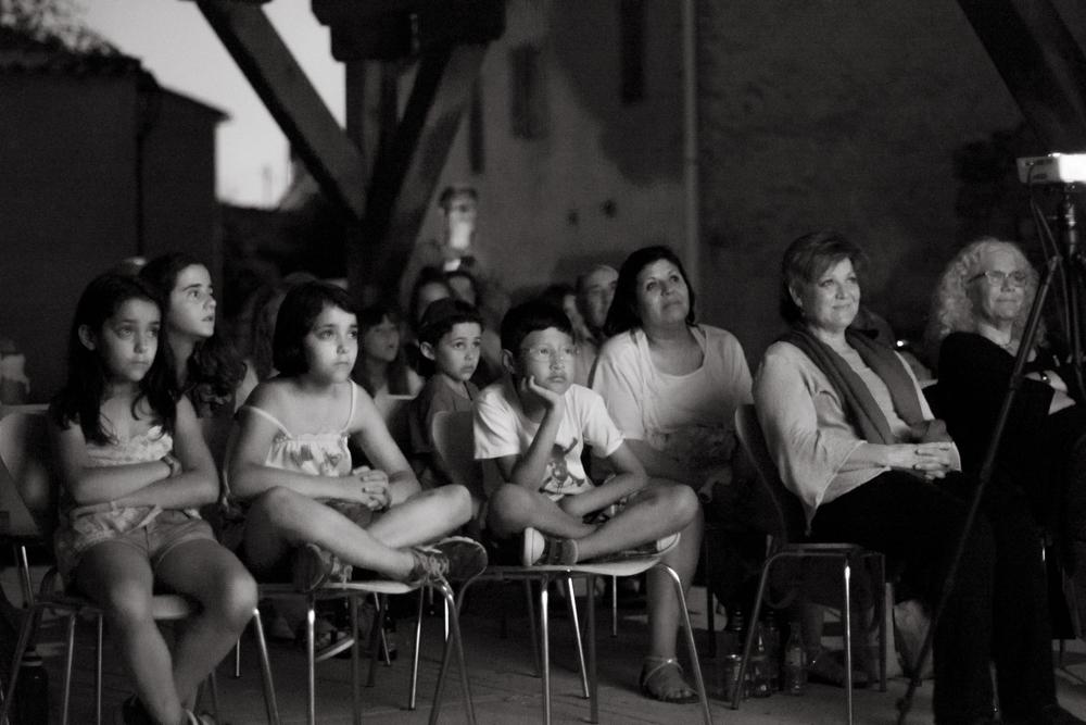 Los rostros iluminados de los habitantes de Madarcos