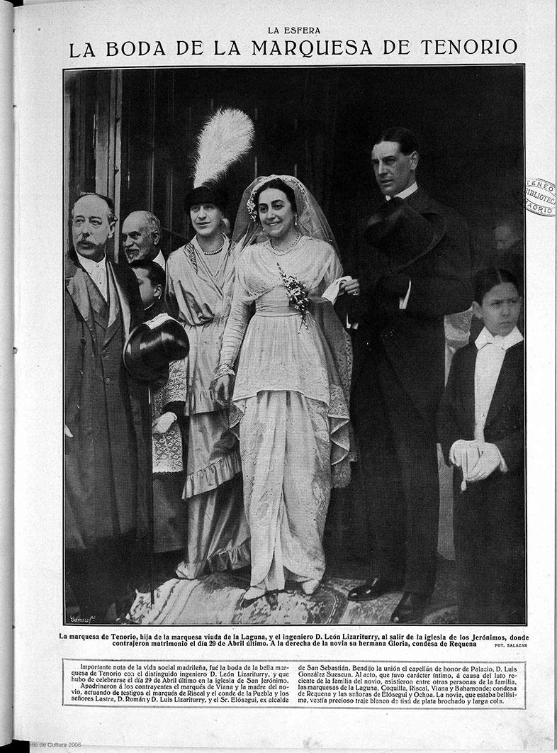Foto de la boda de la marquesa de Tenorio publicada en la revista 'Esfera' en 1910. A la derecha de la novia, su hermana Gloria Laguna, condesa de Requena