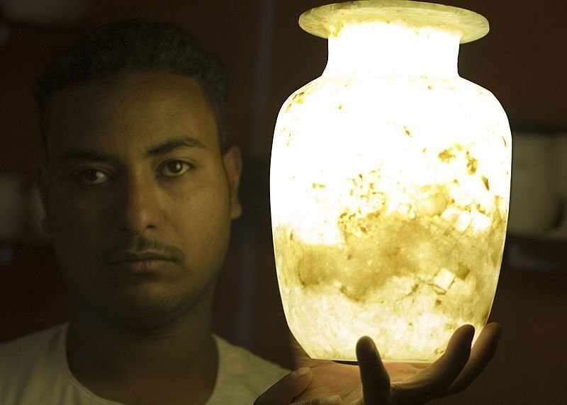800px-Flickr_-_DavidDennisPhotos.com_-_Alabaster_Salesman_in_Luxor