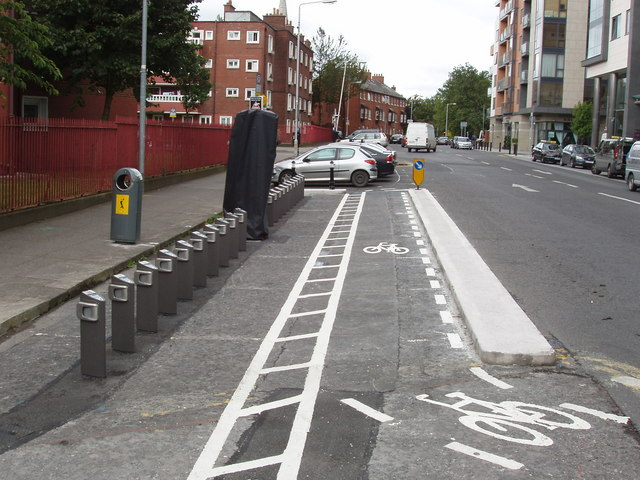 Dublinbikes_stand_(empty)_in_Golden_Lane_-_geograph.org.uk_-_1586584