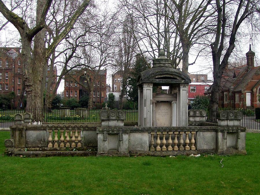 Tumba de John Soane, cementerio Old St Pancras, Londres. Foto: Grahamc99 bajo lic. CC