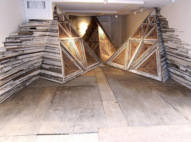 Las instalaciones en madera reciclada de serra victoria for Cosas con madera reciclada