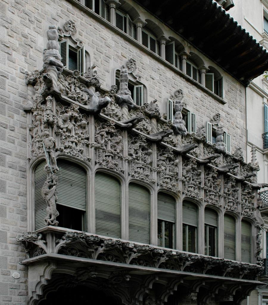Palau Bar¢ de Quadras.jpg