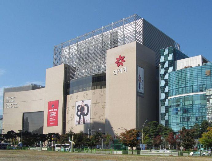 1024px-Busan_Shinsegae