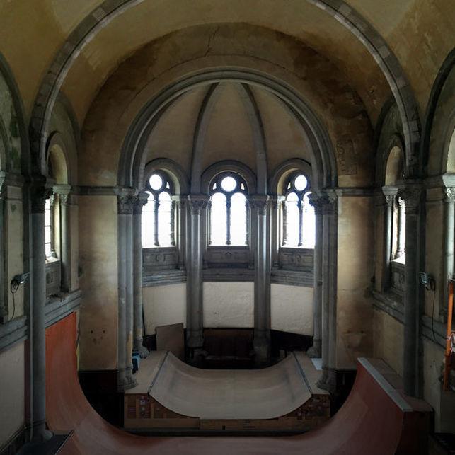 La iglesia de Santa Bárbara por dentro. Foto: Church Brigade.