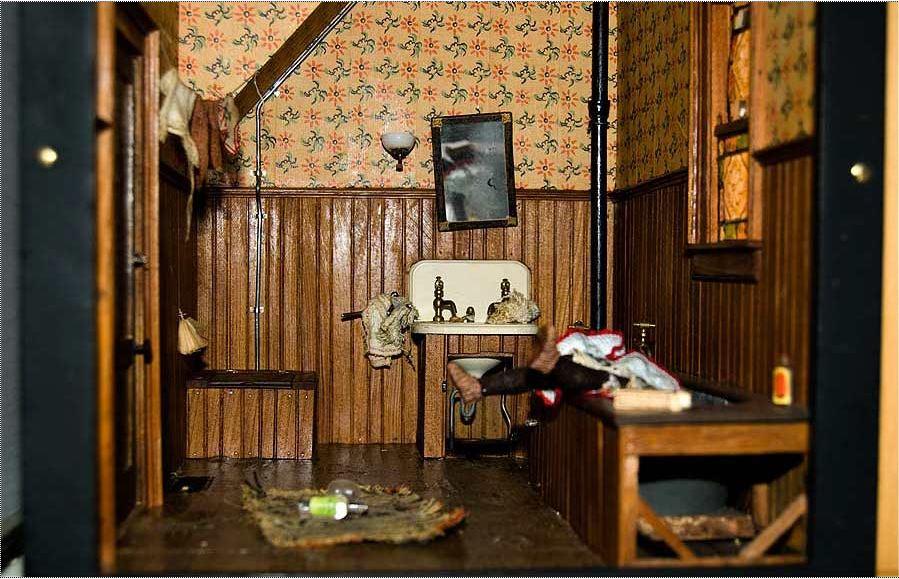 frances_dark_bathroom