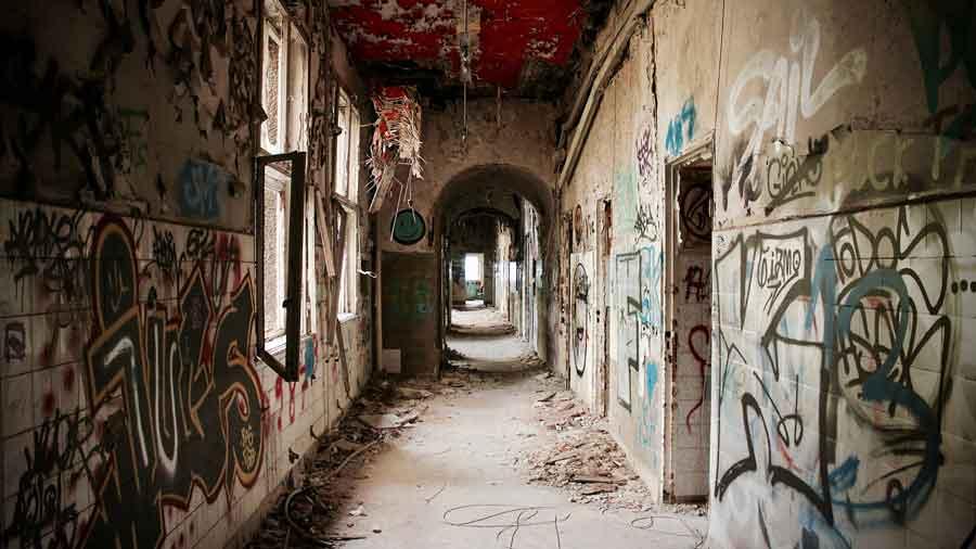Zombie-Hospital---Abandoned-Berlin--2