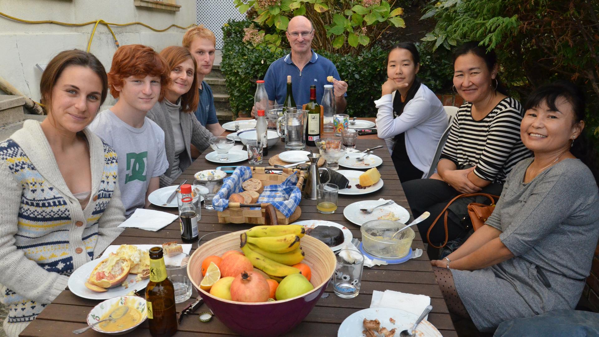 El racismo se cura compartiendo un buen plato de comida – Yorokobu