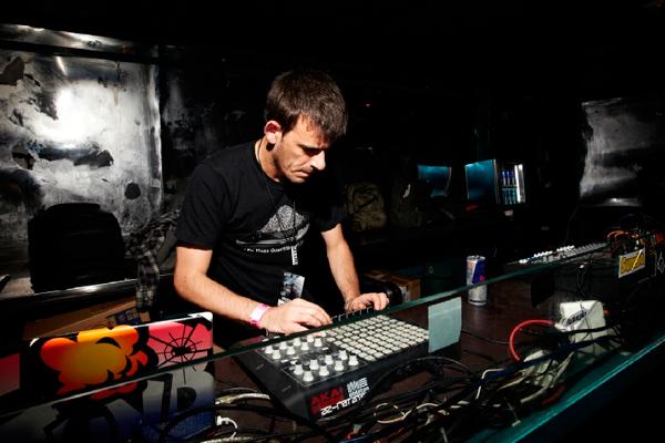 performance-de-azrotator-en-loompa-studio