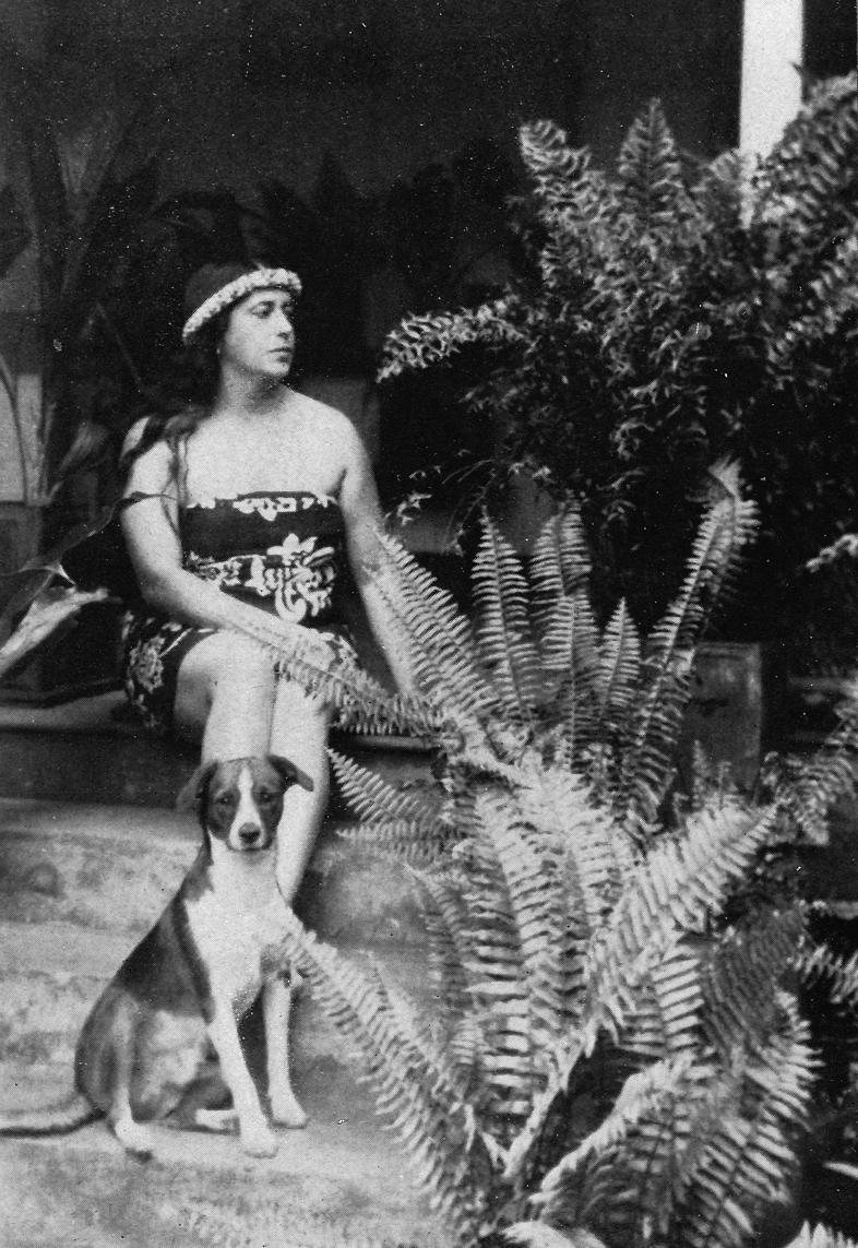 Aurora Bertran, en la Polinesia, en los años 30