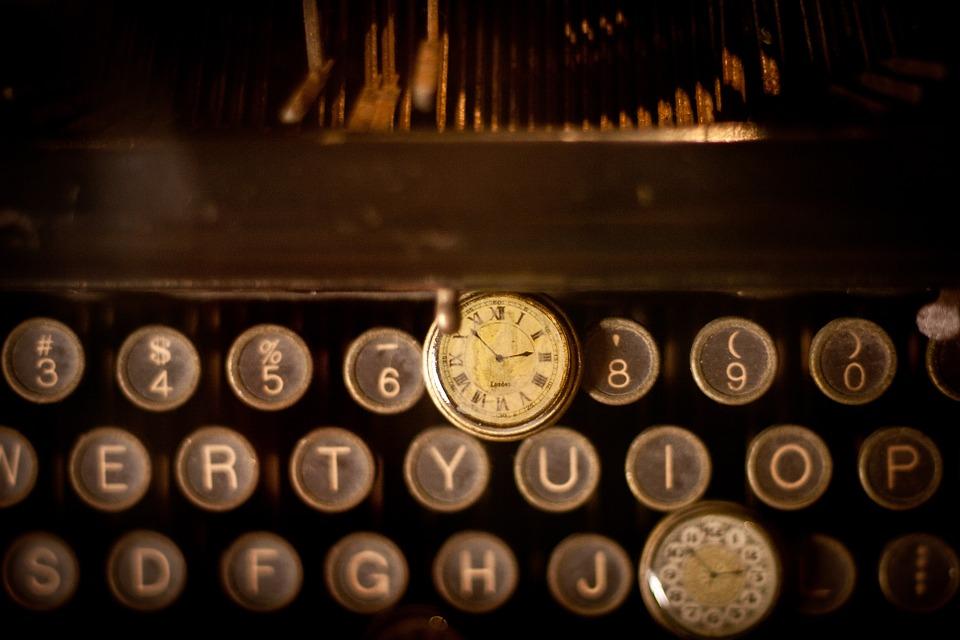 Charles Yu te enseña a usar un libro para viajar en el tiempo (con tiempos verbales)