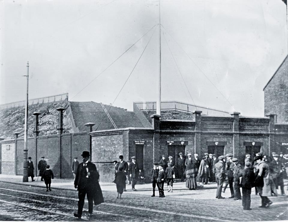 Anfield en 1912. Vía Shankly Hotel.