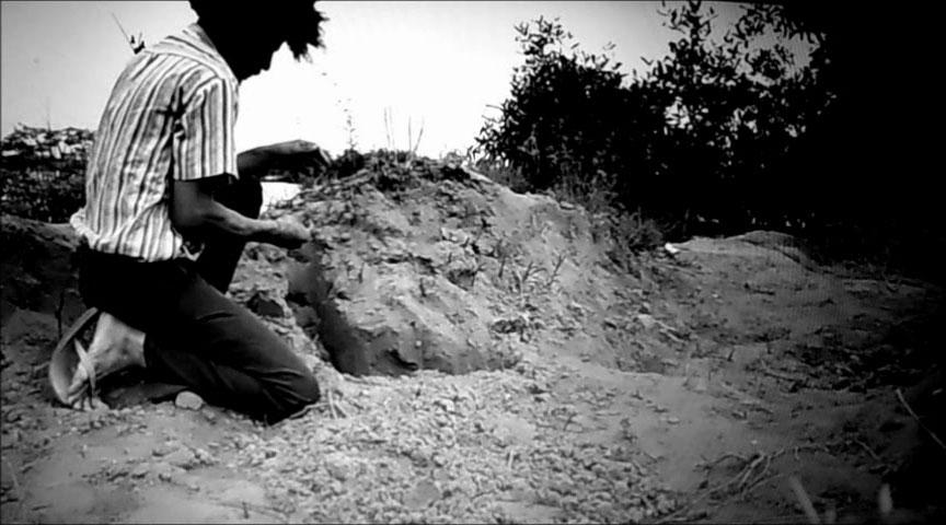 Paulo Nazareth, Agudah, 2013 (fotograma del vídeo). Vídeo, monocanal, b/n, sonido. Duracion: 7' 03''. Cortesía del artista & Mendes Wood DM, São Paulo. © de la obra, Paulo Nazareth, 2017