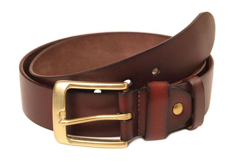 un cinturón en el cajón de los dildos caseros