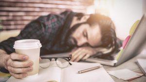 Dormir ocho horas puede ser la nueva lucha obrera