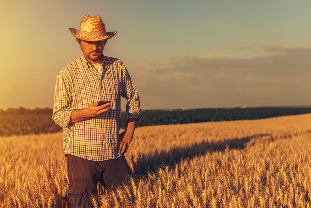 Tinder en el pueblo: ¿es fácil ligar por una app en el entorno rural?