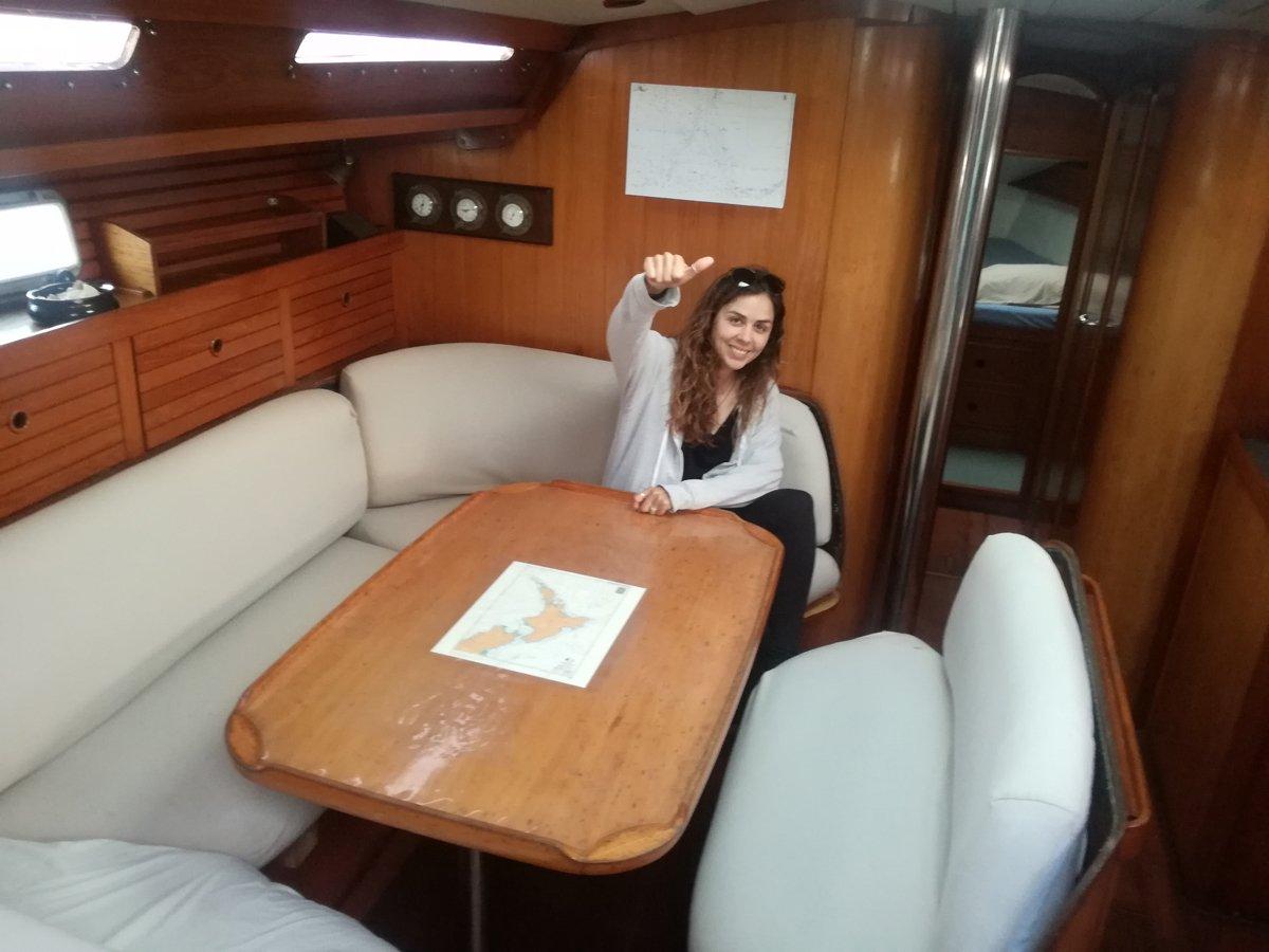 Lourdes en un velero