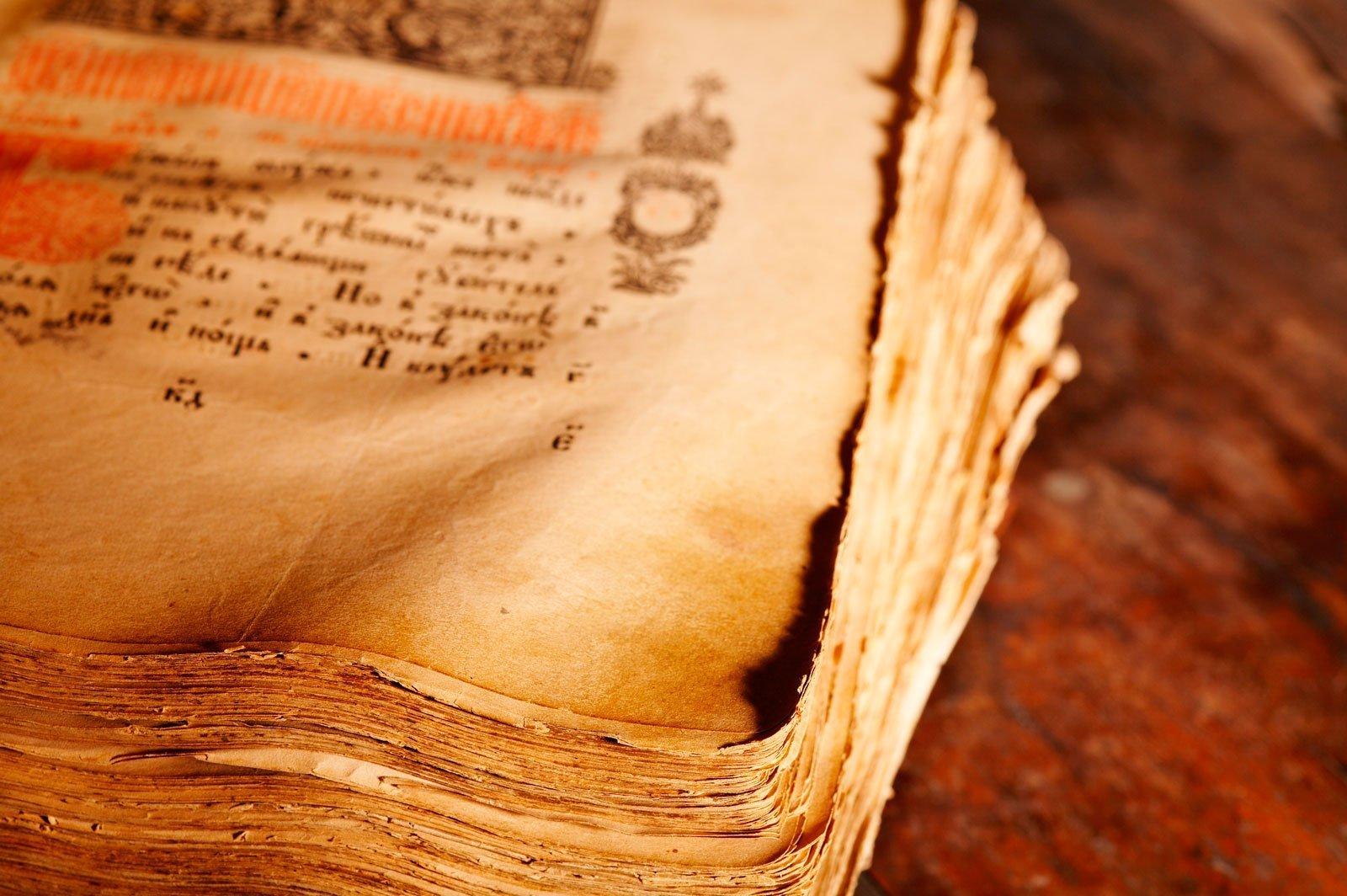 El arte de la falsificación o cómo las clases poderosas se fueron atribuyendo (más) privilegios en la Edad Media
