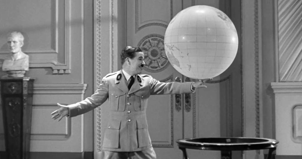 Cuando Franco jugaba con el mapa ibérico como Chaplin con la bola del mundo