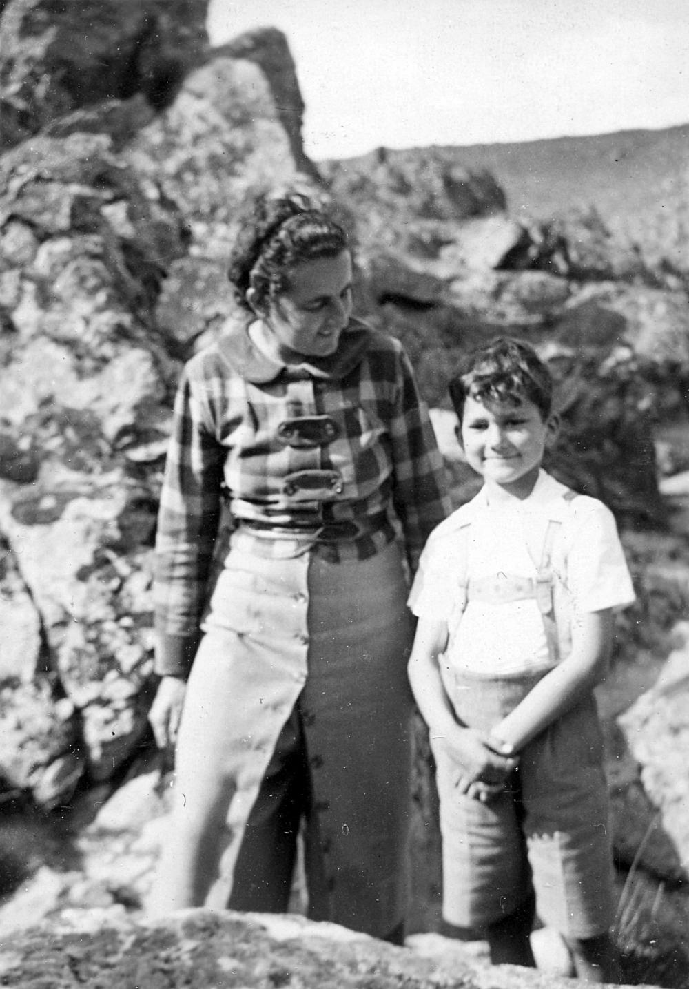 jimena-con-su-hijo-diego-1936