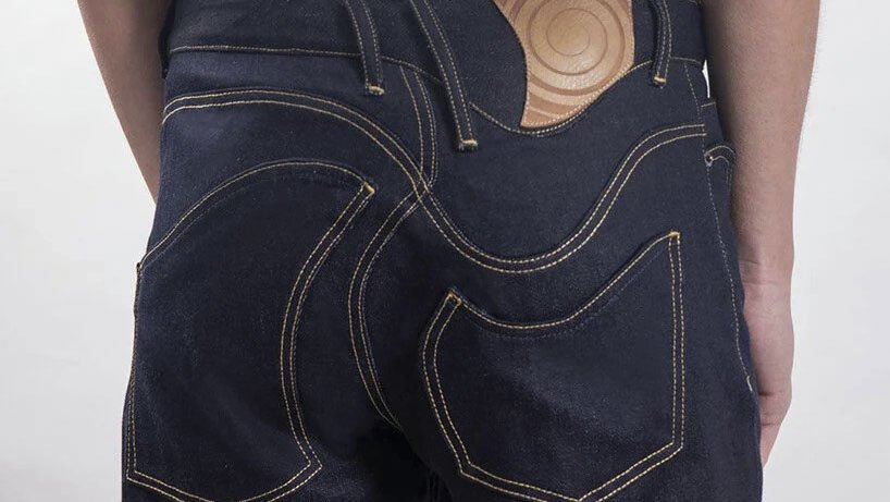 Los vaqueros en espiral de Dolev Elron: «Jeans retorcidos para tiempos retorcidos»